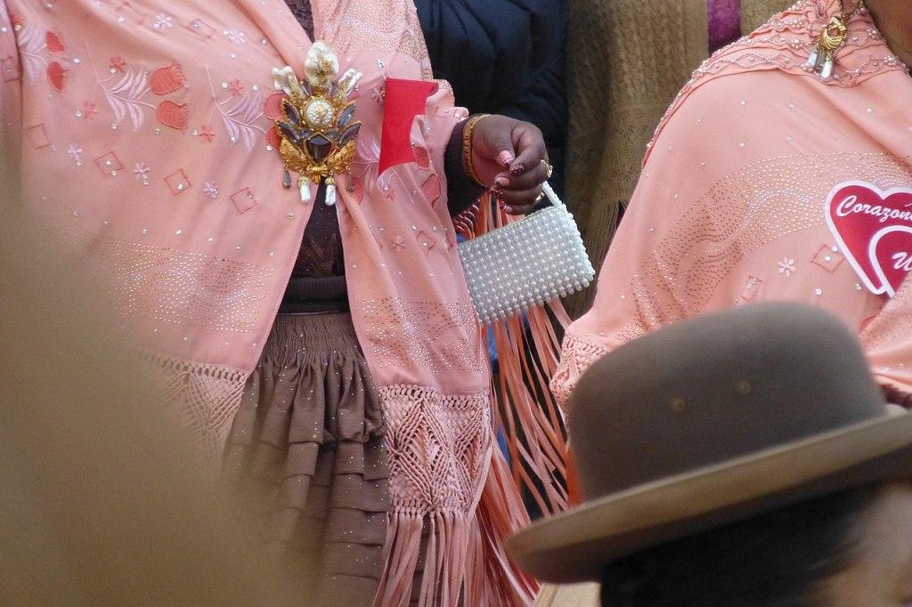 Chola fashion in Gran Poder